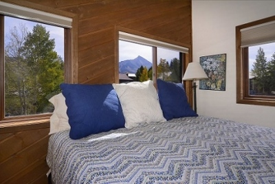 51-Paradise_21-guest-bed-1