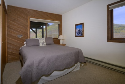51-Paradise_25-guest-bed-3